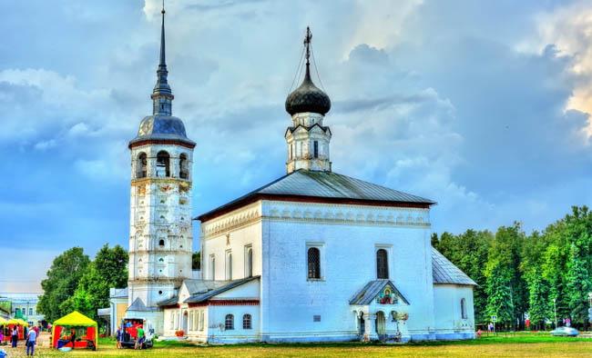Суздаль. Воскресенская церковь. Church of the Resurrection in Suzdal, the Golden Ring of Russia. Фото Leonid_Andronov - Depositphotos