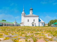 The Market square is one of the city landmarks, here locates historic shopping arcade, Resurrection church and tourist stalls in Suzdal. Фото efesenko - Depositphotos