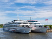 Россия. Карелия. Остров Кижи. Cruise ships are at berth the famous island of Kizhi in Lake Onega in Karelia in the north of Russia. Фото Stas_K-Depositphotos