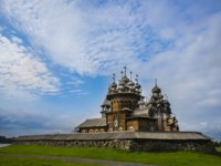 Клуб путешествий Павла Аксенова. Россия. Карелия. Остров Кижи. Kizhi Pogost with Transfiguration Church in Ladoga Lake in Karelia in Russia. Фото Olivia-Deposit