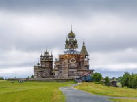 Россия. Карелия. Остров Кижи. Historical site dating from the 17th century on Kizhi island, Russia. Фото borisb17-Depositphotos
