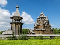 Россия. Карелия. Остров Кижи. The monument of wooden architecture Pokrovsky graveyard in St. Petersburg,Russia. Фото toshket-Depositphotos
