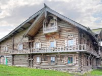 Клуб путешествий Павла Аксенова. Россия. Карелия. Остров Кижи. Facade of the ancient merchant house. Kizhi. Фото ppl1958 - Depositphotos