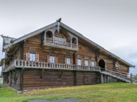 Россия. Карелия. Остров Кижи. Historical site dating from the 17th century on Kizhi island, Russia. Wooden house of the 19th century. Фото borisb17-Depositphotos