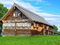 Клуб путешествий Павла Аксенова. Россия. Карелия. Остров Кижи. Old wooden house in Kizhi Pogost on Ladoga Lake in Karelia in Russia. Фото erix2005-Deposit