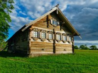 Клуб путешествий Павла Аксенова. Россия. Карелия. Остров Кижи. Old wooden house at Kizhi Pogost on Ladoga Lake in Karelia in Russia. Фото erix2005-Deposit