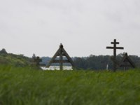 Клуб путешествий Павла Аксенова. Россия. Карелия. Остров Кижи. Cemetery with wooden crosses in Kizhi, Russia. Фото Olivia - Depositphotos