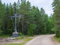 Клуб Павла Аксенова. Россия. Соловецкие острова. Large wooden cross beside the road on Solovki, Arkhangelsk oblast, Russia. Фото svn48-Depositphotos