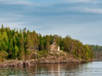 Россия. Карелия. Остров Валаам. Chapel among the trees on the island of Valaam. Фото liga22-Depositphotos