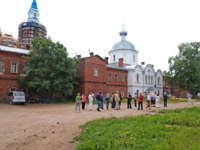 Карелия. Валаамский монастырь. Excursion group in the territory of the Valaam Spaso-Preobrazhenskoye of stavropegial monastery.Фото vodolej-Deposit