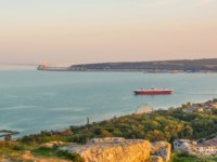 Россия. Крым. Город-герой Керчь. View of the city of Kerch and the sea at sunset from Mount Mithridates. Фото IrinaDance - Depositphotos