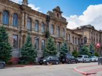 Россия. Крым. Город-герой Керчь. Outside view of beautiful old building in Kerch. Фото Yakov_Oskanov - Depositphotos