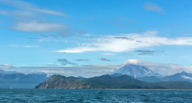 Клуб путешествий Павла Аксенова. Россия. Камчатка. Avacha Bay and Vilyuchinsky stratovolcano. South Kamchatka Nature Park. Фото yykkaa -Depositphotos