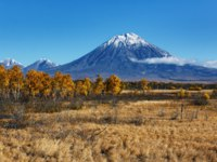 Koryak Volcano and blue sky on sunny day. Avachinsky-Koryaksky Group of Volcanoes, Kamchatka Region, Russian Far East, Eurasia. Фото petropavlovsk - Depositphotos