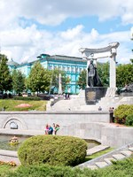 Россия. Москва. Парк Храма Христа Спасителя. Monument to Emperor Alexander II, the Liberator Tsar, situated in the surroundings of the Cathedral of Christ the