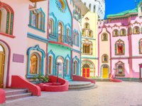 The colorful mansions decorated with numerous painted details and scenic patterns, Izmailovsky Kremlin, Moscow, Russia. Фото efesenko-Depositphotos