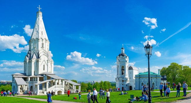 Коломенское. The architectural ensemble of Kolomenskoye with the white stone Ascension Church, St George the Victorious Bell Tower and Water Tower, Moscow