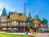 Panorama of the Grand Palace of Tsar Alexei Mikhailovich in Kolomenskoye Manor with complex roof, Moscow. Фото efesenko-Depositphotos