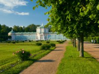 Россия. Москва. Усадьба Кусково. Garden between the Orangerie and the Palace in Kuskovo Estate. Moscow. Russia. Фото Max_Ryazanov-Depositphotos