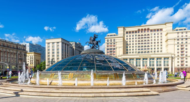 Россия. Москва. Панорама Манежной площади. Panorama of Manezhnaya Square in the Moscow center, Russia. Фото scaliger - Depositphotos
