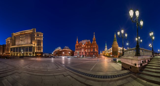 Россия. Москва. Панорама Манежной площади. Panorama of Manege Square and Moscow Kremlin in the Evening, Moscow, Russia. Фото anshar - Depositphotos
