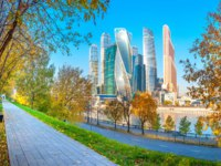Россия. Москва-сити. Panorama of the skyscrapers of the business center of Moscow from a park on the opposite bank of the Moscow river. Фото fotosaga-Deposit