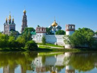 Россия. Москва. Панорама Новодевичьего монастыря. Novodevichy convent in the early morning (view from the lake). Moscow. Фото sailorr-Depositphotos