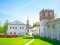 Россия. Москва. Новодевичий монастырь. Novodevichy Convent is a popular place among tourists and locals, its a very confortable place for leisure walking in calm