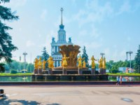 Visit the site of VDNH exhibition center and enjoy preserved Soviet landmarks, such as fountain of Friendship of Nations and pavilions of Soviet republics. Фото