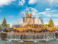 Россия. Москва. Выставочный комплекс ВДНХ. Fountain in the park at the Exhibition of Economic Achievements in Moscow. Russia. Фото IrinaDance-Depositphotos