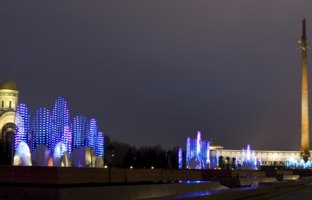 Christmas and New Year holidays near historical museum of second world war and Saint George church in historical memorial Poklonnaya hill. Фото Afonskaya-Deposit