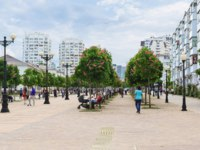 Россия. Город-герой Новороссийск. Chestnut Avenue on the Boulevard Chernyakhovsky. Фото Garmashevanatali - Depositphotos