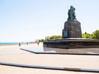 Россия. Новороссийск. Embankment and Monument to the Dead Fishermen. Фото ekaterina.kriminskaya@gmail.com - Depositphotos