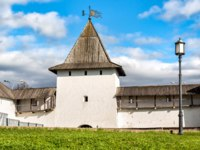 Россия. Псковский кремль. View of the Pskov Krom or Pskov Kremlin, Russia. Фото elesi - Depositphotos