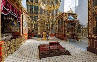 Россия. Псковский кремль. Троицкий собор. Interior of the Trinity Cathedral in the Pskov Kremlin. Фото Igor-SPb - Depositphotos