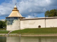 Россия. Псков. Окольный город. Pskov, Varlamov Corner tower of the Roundabout town on the shore of Velikaya river, recently restored. Фото oroch2 - Depositphotos