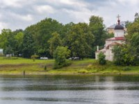 Храмы Пскова. Pskov, the ancient Orthodox Church of Pope Clement (former Clement monastery) on the banks of the Velikaya river. Фото oroch2 - Depositphotos