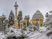 Россия. Сочи. Парк Дендрарий. Moorish gazebo in the Arboretum. Sochi, Russia. Фото Sivenkov - Depositphotos