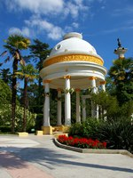 Россия. Сочи. Парк Дендрарий. Rotunda in the Sochi Arboretum. Фото brednikov - Depositphotos