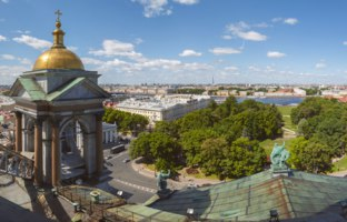 Санкт-Петербург. Вид на Александровский сад с крыши Исаак.собора. The Alexander Garden from the roof. St. Petersburg, Russia. Фото ovbelov-Depositphot