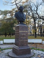 Россия. Санкт-Петербург. Александровский сад. Бюст Н.В. Гоголя.The monument to Gogol, Alexander garden, St. Petersburg, Russia. Фото muhor-Deposit