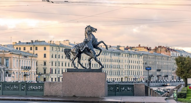 Россия. Санкт-Петербург. Аничков мост. Кони Клодта. Klod's horses on Anichkov bridge, Saint Petersburg, Russia. Фото Fakt.exe-Depositphotos