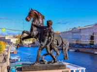 Россия. Санкт-Петербург. Аничков мост. Horse tamers sculpture by Peter Klodt on Anichkov bridge built in 1841 in Saint Petersburg. Фото SvetlanaSF - Depositphotos