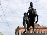 Россия. Санкт-Петербург. Аничков мост. The Horse Tamers monument at Anichkov Bridge, St. Petersburg. Фото dnaumoid - Depositphotos