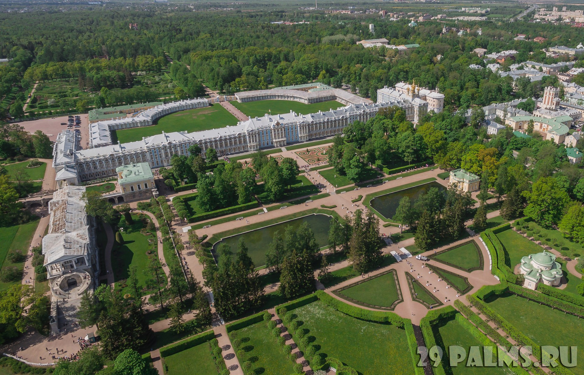 Санкт-Петербург. Царское село (Пушкин). Екатерининский дворец и парк. Aerial view of Catherine palace and Catherine park in Pushkin. Фото a_medvedkov-Deposit