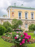 Tsarskoe Selo (Pushkin), Russia. Old Bath with famous Agate Rooms in Catherine park. Cameron designed for Catherine I in 1780. Фото paanna - Depositphotos