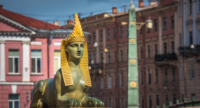 Россия. Санкт-Петербург. Египетский мост через Фонтанку. Sphinx of Egyptian bridge over the Fontanka river, Saint Petersburg, Russia. Фото javarman-Deposit