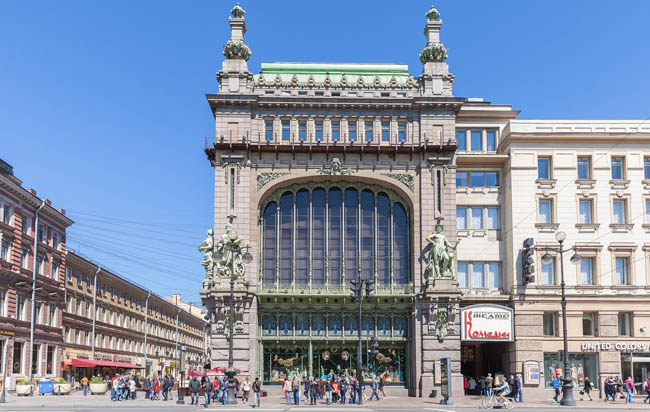 Клуб Павла Аксенова. Россия. Санкт-Петербург. Елисеевский магазин. Elisseeff Emporium on Nevsky prospect in Saint Petersburg. Russia. Фото paanna-Depositphoto