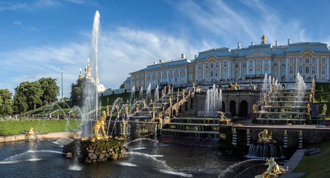 Россия. Санкт-Петербург. Фонтаны Петергофа. Fountains of Peterhof in St Petersburg, Russia. Фото maxim_dyachuk.mail.ru - Depositphotos