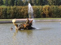 Россия. Санкт-Петербург. Петергоф. Межеумный фонтан в Верхнем саду. Fountains in the upper Park in Peterhof, St. Petersburg. Russia. Фото Klo11 - Depositphotos